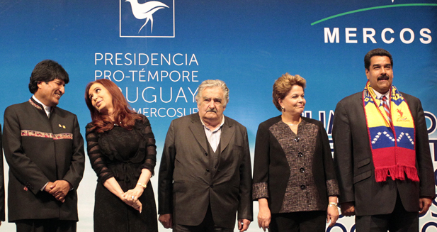 Morales, Fernandez, Mujica, Rousseff and Maduro pose for the family picture during the bloc summit in Montevideo